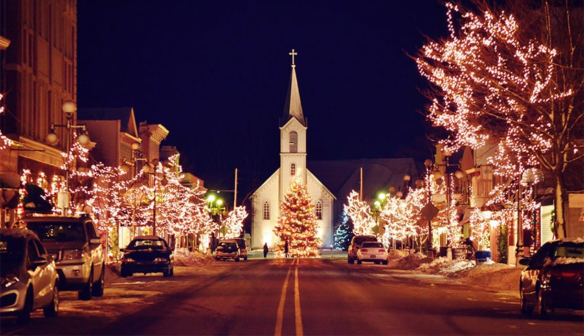 main street harbor springs at christmas time